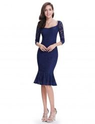 Темно-синее кружевное платье с оборкой