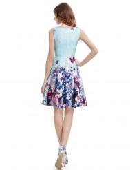 Нежно-голубое платье с цветочным принтом