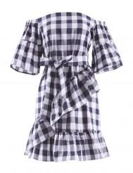 Бело-синее платье в клетку с оборками и спущенной линией плеча