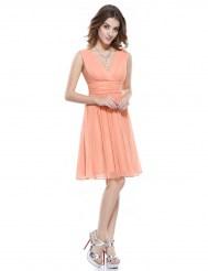 Легкое персиковое платье с V-образным вырезом