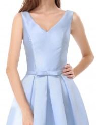 Нежно-голубое короткое платье с шнуровкой на спине