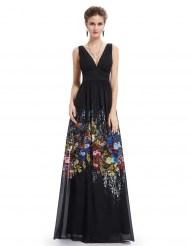 Черное платье с цветочным принтом на подоле