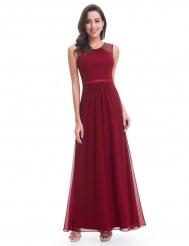 Бордовое шифоновое платье, украшенное жемчужными бусинами