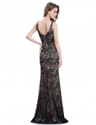 Черное кружевное платье с кремовым подкладом и разрезом