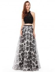 Черный кружевной топ и черно-белая юбка с цветочным орнаментом