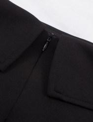 Черное платье со спущенной линией плеча и отворотом