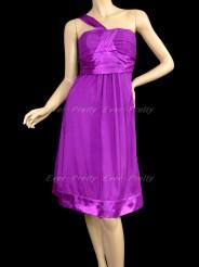 Пурпурное платье с лямкой на одно плечо