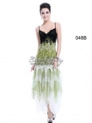 Длинное зелёное платье с кружевами и блёстками