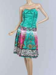 Яркое коктейльное платье с принтом