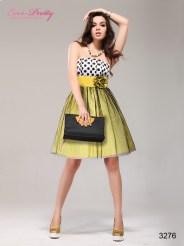 Платье в горошек с цветком на поясе