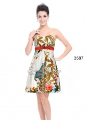 Атласное платье без бретелек со стразами