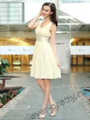 Кремовое платье с двойным V-образным вырезом