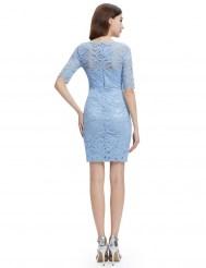 Голубое облегающее платье из кружева