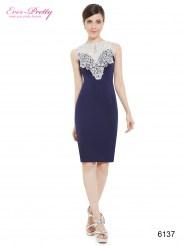 Темно-синее платье-футляр с белым кружевом