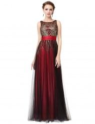 Красное платье, расшитое блестками