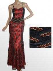 Длинное красное кружевное платье