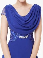 Эффектное сапфировое платье с кружевом